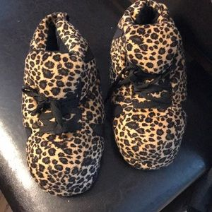 Snooki slippers. Hardly worn. Fit a woman size 7